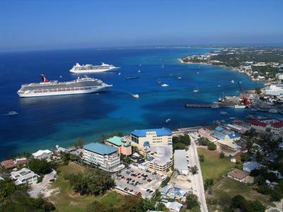 Crucero llegando a las Islas Caimán