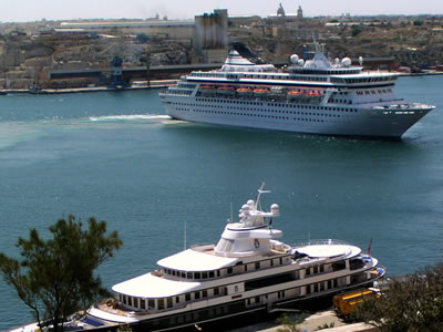 Crucero atracando en La Valeta (Malta)