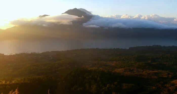 Amanecer en el volcán Batur Bali
