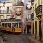 El histórico tranvía 28 es el medio más cómodo para pasearse por las callejuelas de los barrios más castizos