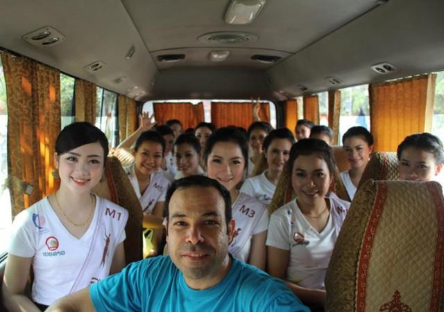 Autobús lleno de misses asiáticas
