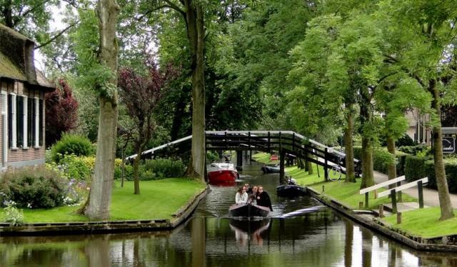 Los canales del pueblo holandés de Giethoorn