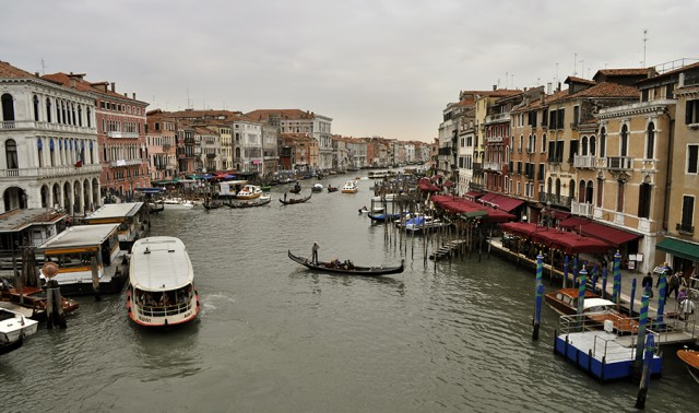 Desde el Puente de Rialto en Venecia