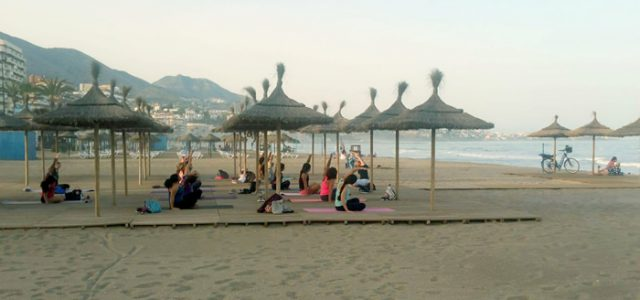 Yoga en la playa de Fuengirola