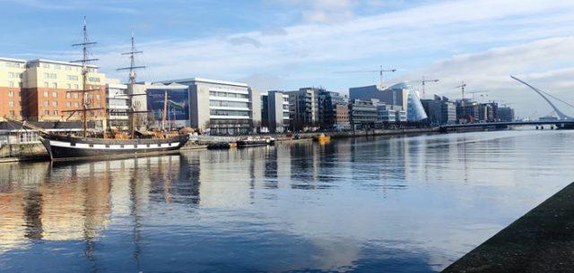 Río Liffey Dublín Irlanda