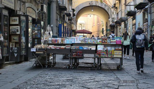 Librería en Via Port'Alba, Nápoles