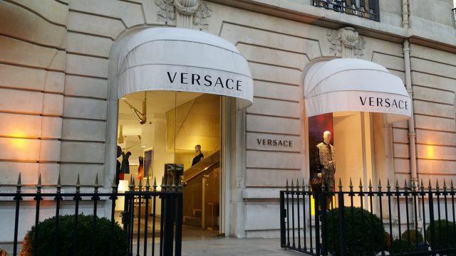 Tienda Versace en la avenida Montaigne de París