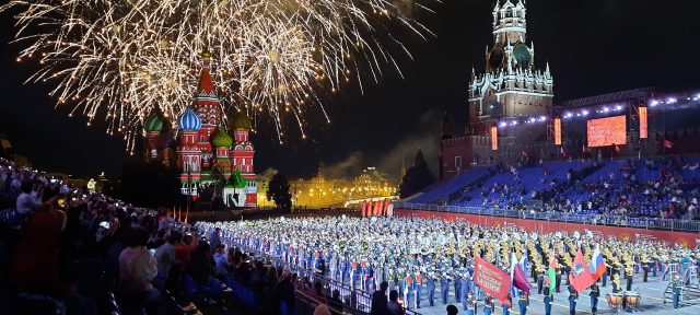 Fuegos artificiales en el Festival Spasskaya Tower de Moscú