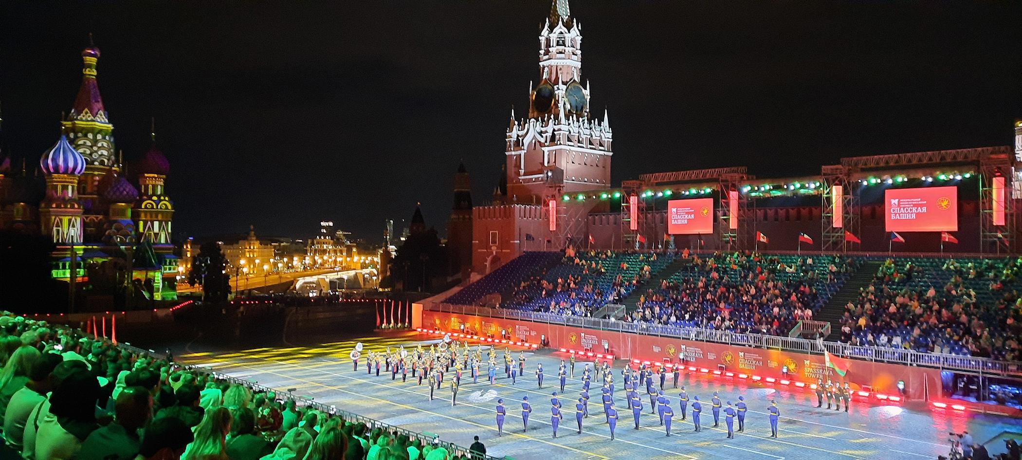 Banda de la Guardia de Honor de Bielorrusia en la Plaza Roja en el Festival Spasskaya