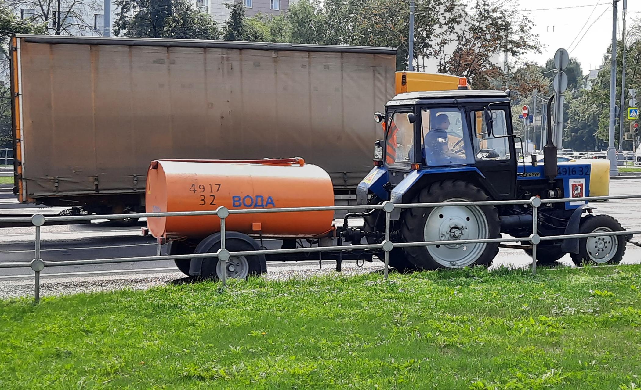Tractor de limpieza en Moscú