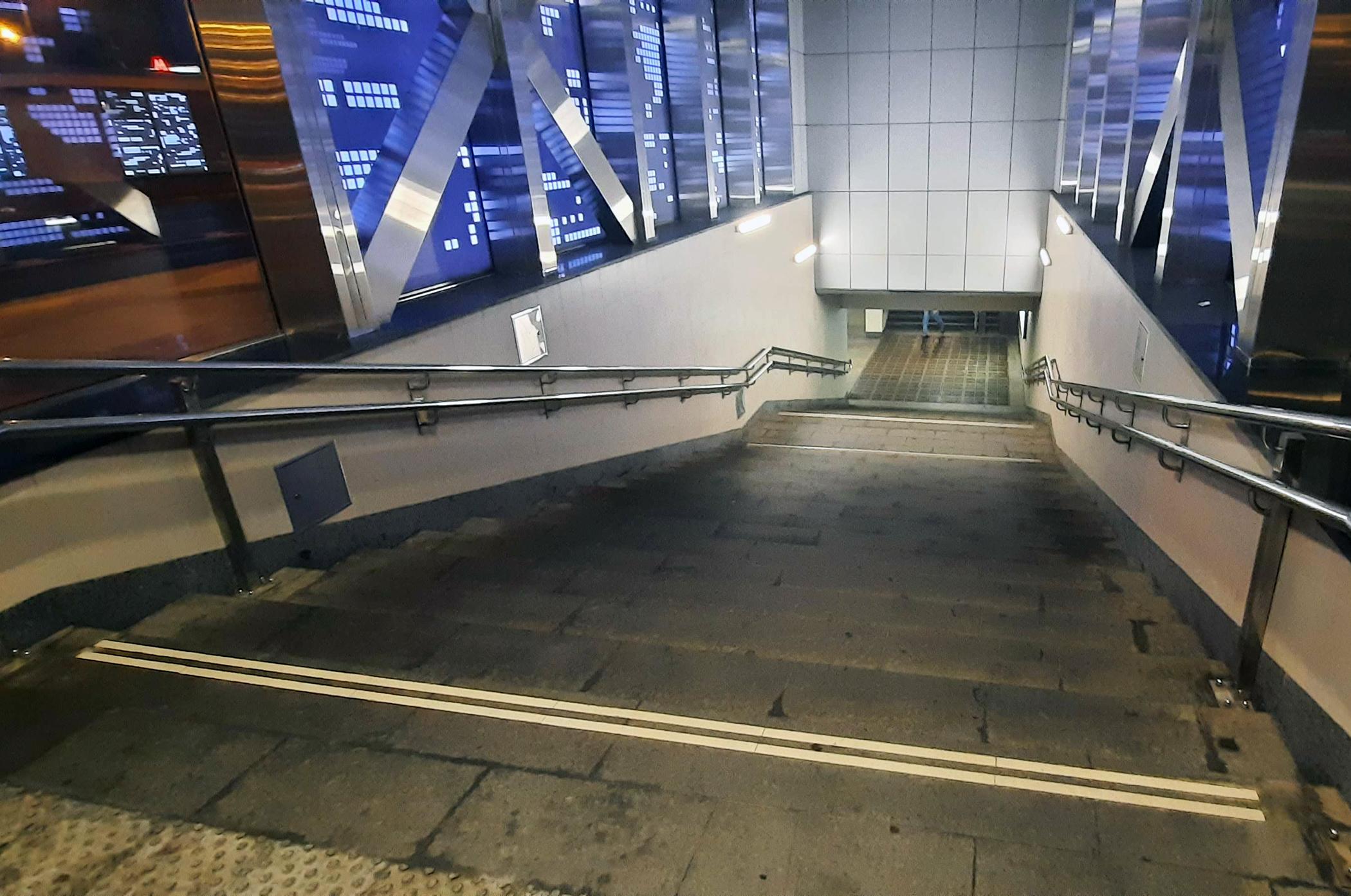 Escaleras de acceso a una estación del metro de Moscú